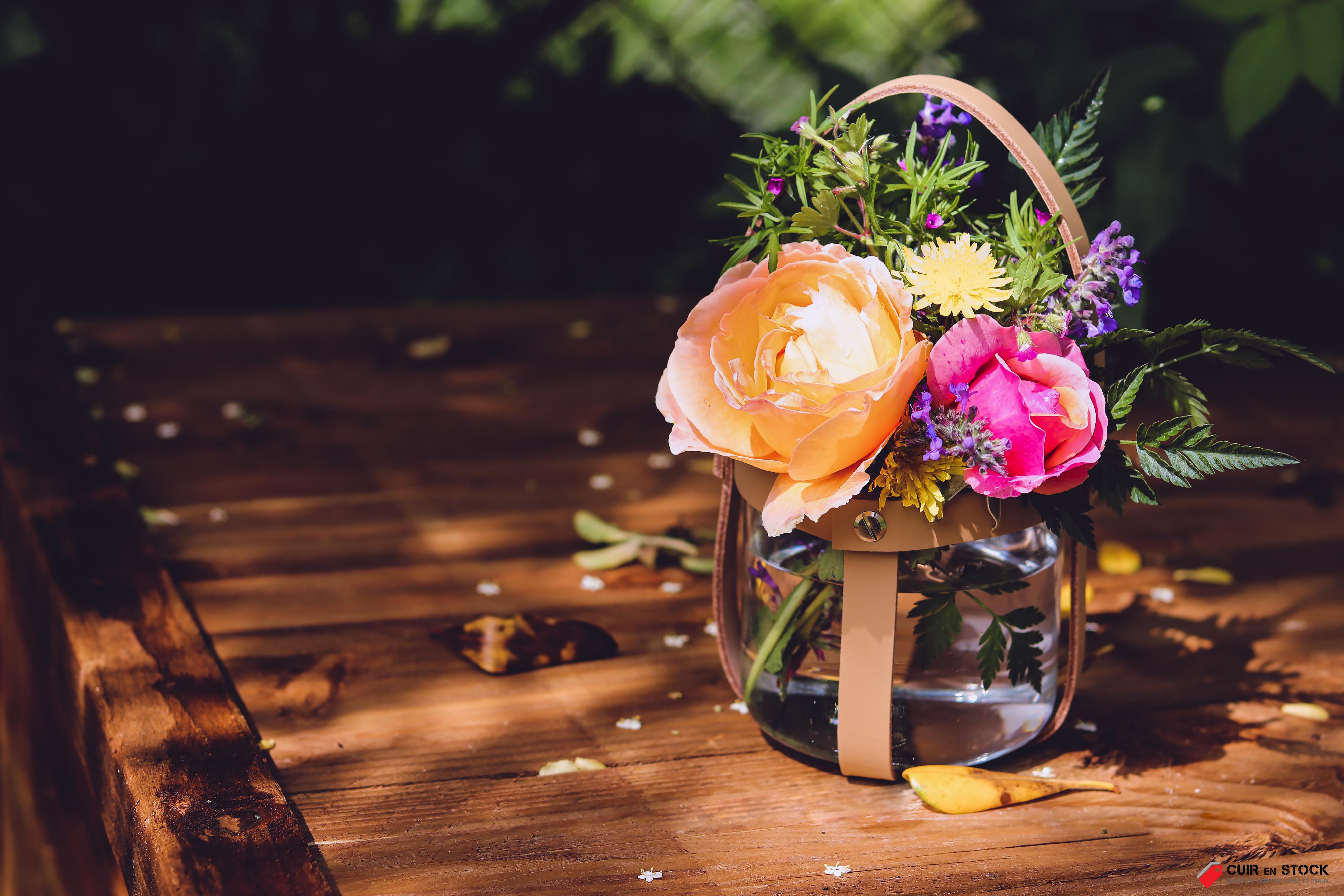 Idée déco mariage fleurs - Tuto DIY gratuit - Cuir en Stock